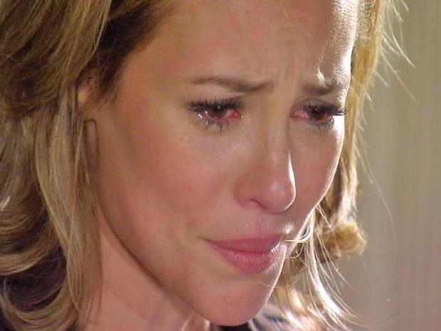 Marina (Paola Oliveira) confessa para Luciana (Fernanda Machado)  que se apaixonou por Pedro