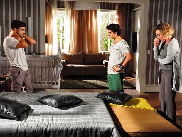 Bruna descobre que Luisa está grávida de Edgar