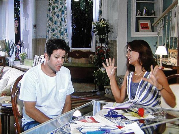 Amanda ouve conversa de Ari e Marta e descobre que é filha de Jacques
