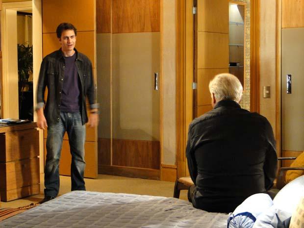 Leo fala sobre Pedro com o pai