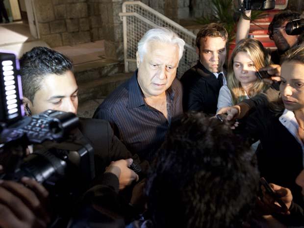 Raul conversa com os jornalistas