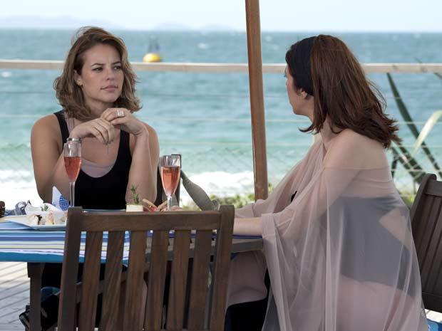 Bibi não acredita que Eunice aceitou a revelação
