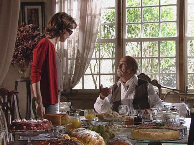 Amélia se levanta e ameaça o marido assim que é tocada por ele