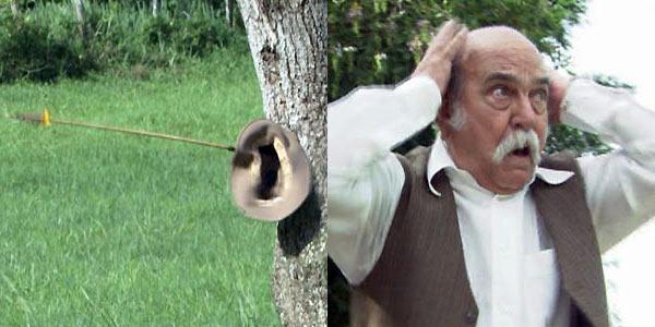 O chapéu fica cravado na árvore / Apavorado, ele começa a gritar
