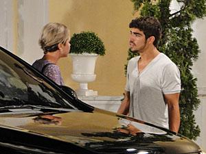 Edgar vai atrás de Luisa