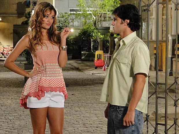 Stéfany sugere que Armandinho rapte Desirée para impedir o casamento