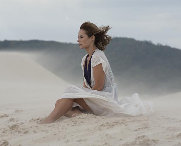 """A figurinista Helena Gastal conta que se inspirou no filme """"O Céu que nos protege"""", de Bernardo Bertolucci"""
