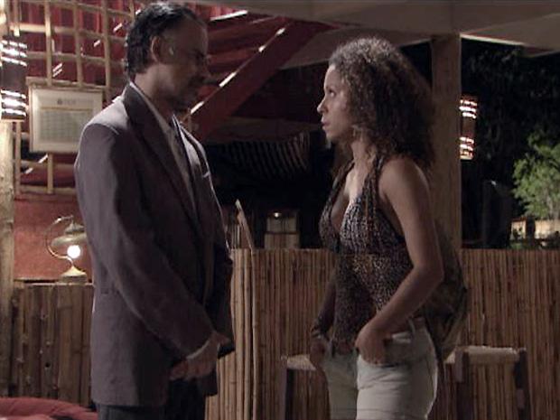 Geraldo avisa Safira que vai se separar da esposa, Dora