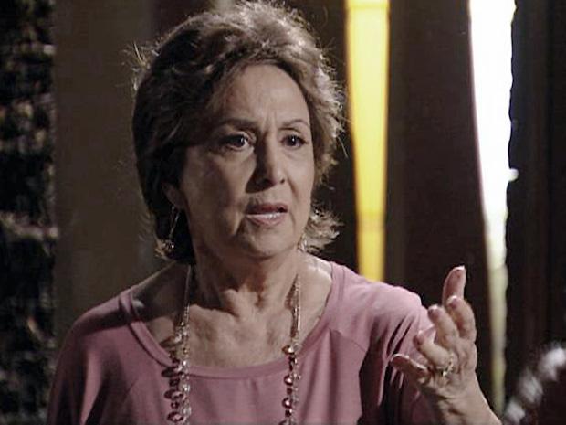 Ela se desespera e implora que Solano deixe o Araguaia para se manter vivo