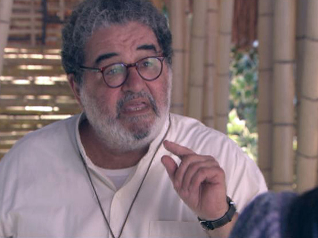 Padre Emílio abre o jogo e revela o nome verdadeiro de Caroço