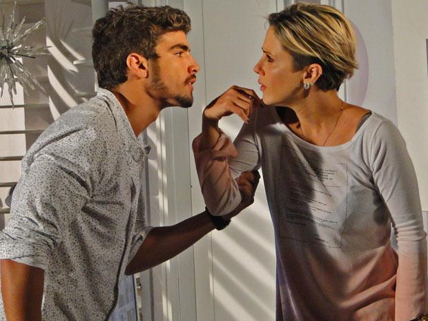 Edgar fica revoltado com Luisa e manda a sócia se afastar
