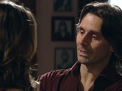 Solano chega e Manuela tem algo para lhe revelar