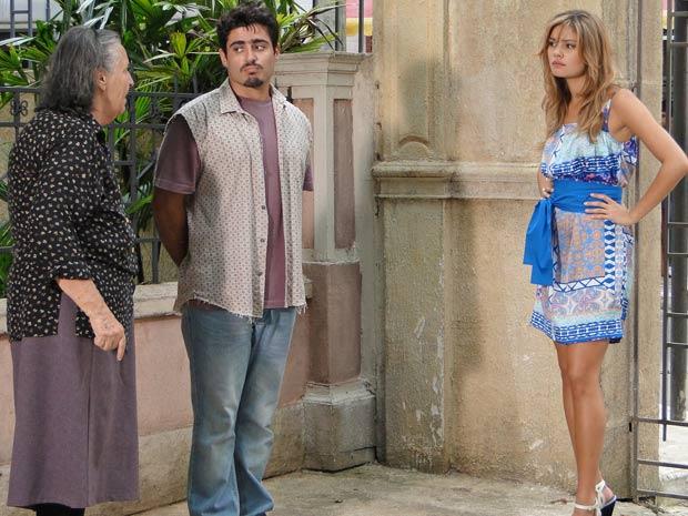 Dona Mocinha escuta Stéfany desejando a morte de Desirée e Armandinho