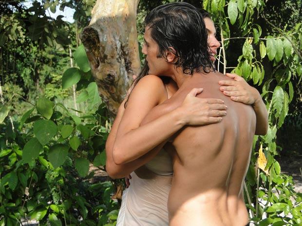 Desirée abraça Armandinho no impulso