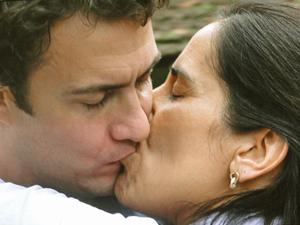 Léo (Gabriel Braga Nunes) pede Norma (Glória Pires) em casamento