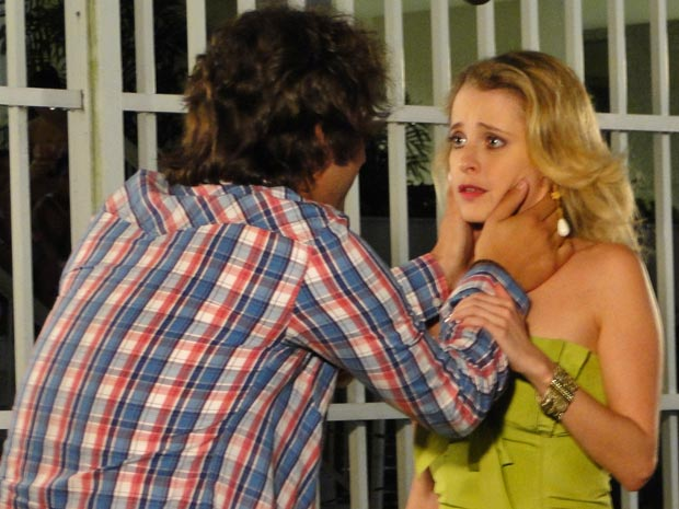 Luti diz para Camila que é apaixonado por ela