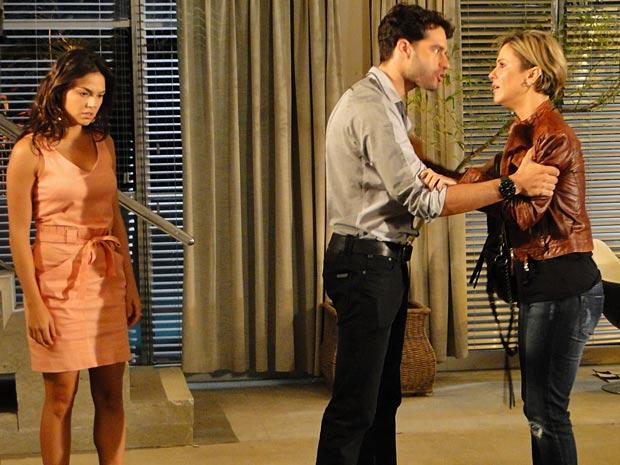 Renato manda Luisa ficar longe de Marcela e de Paulinho