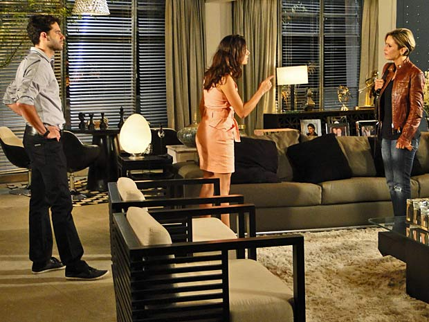 Marcela não acredita no pedido de desculpas de Luisa