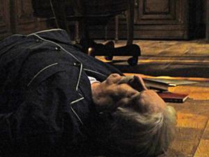 Silveira morto, caído no chão.