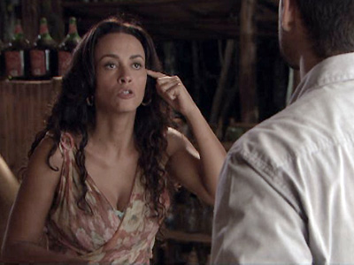 Nervosa por causa de Marly, Janaína trata Fred com indiferença