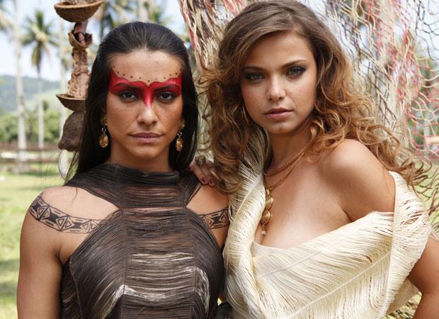 Rivais na trama, Cléo Pires e Milena Toscano posam juntas