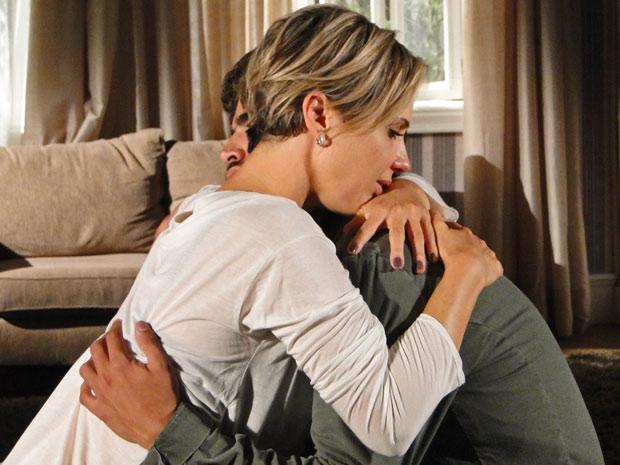 Após o acidente, Edgar fica comovido e abraça Luisa