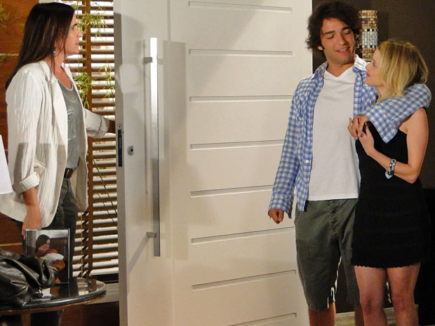 Luti vai à casa de Suzana apresentar Camila