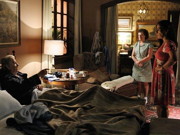 Norma (Glória Pires) responde a Silveira (Hugo Carvana) com grosseria