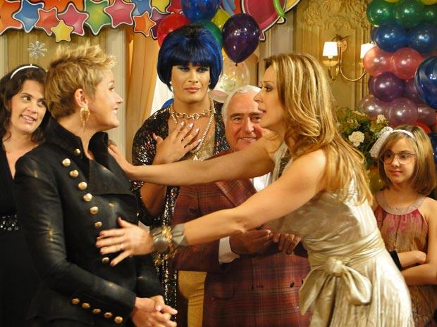 Jaqueline fica surpresa ao ver Xuxa