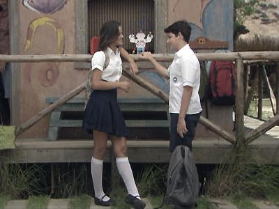 Terezinha pede que Bruno a ajuda com o telescópio