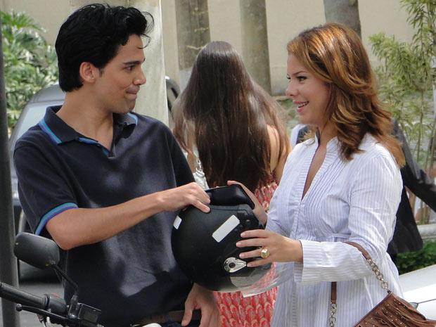 Thaísa pega uma carona com Dr. Eduardo depois da festa de Jaqueline