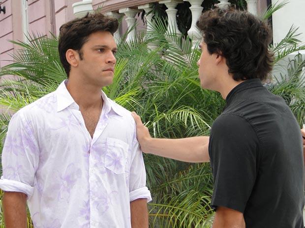 Thales se declara para Julinho