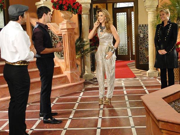 Valentim recebe Jaqueline e Xuxa em seu ateliê