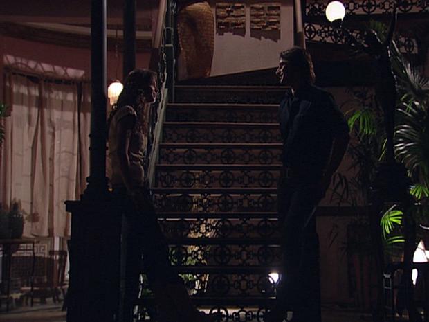 Manuela e Solano fazem planos para o casamento