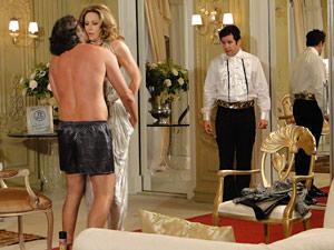 Jacques tenta agarrar Jaqueline na frente de Ari