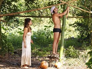 Armandinho resolve construir uma cabana nova para ficar só