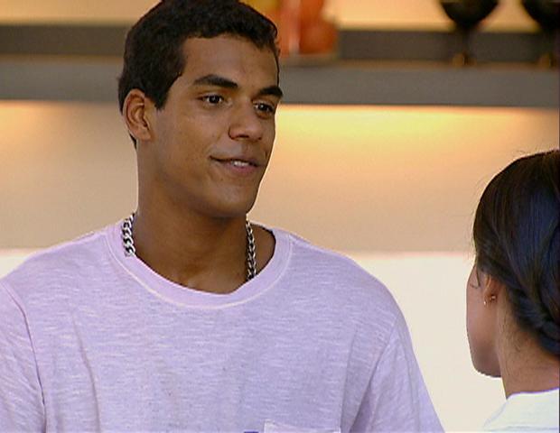 Maicon reprime a atitude de Anita e pede que ela vá embora.