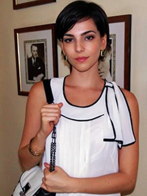 Paula Cortez (Tainá Müller)