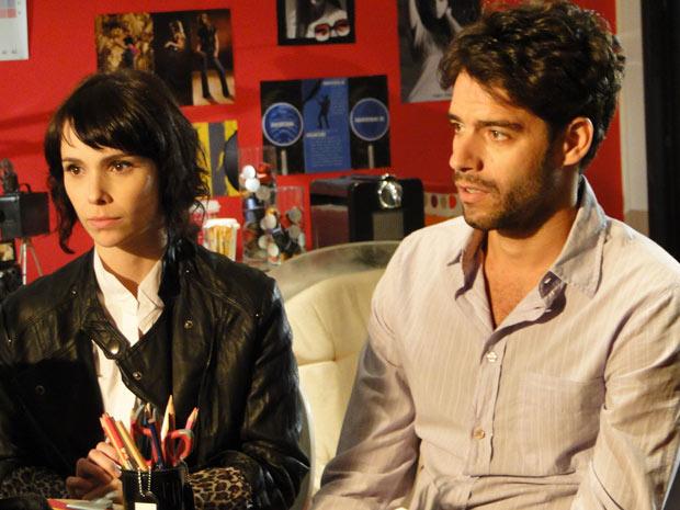 Isabel ajuda Renato a procurar emprego
