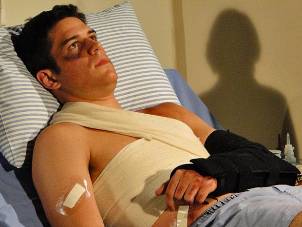 Pedro fica ferido e é internado no hospital