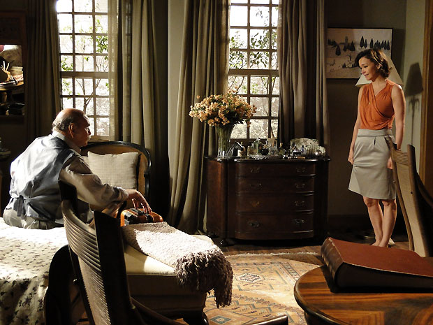 Amélia assume seu amor por Vitor para o marido