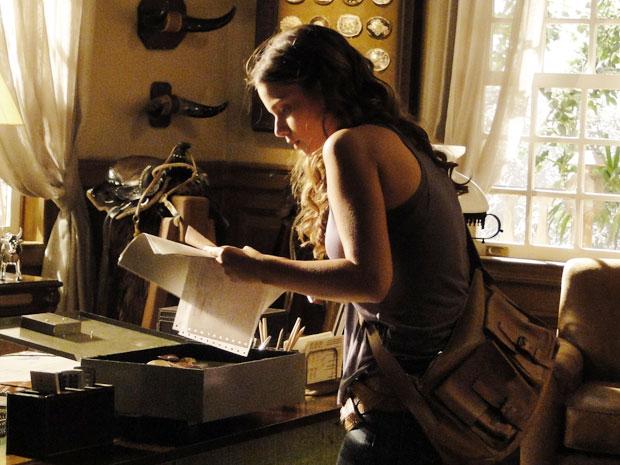 Assim que bate os olhos no papel, ela se lembra das palavras de Terê