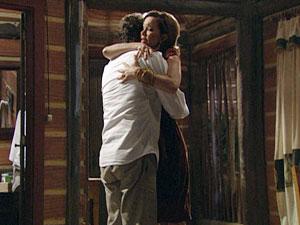 Amélia quer um carinho de Vitor