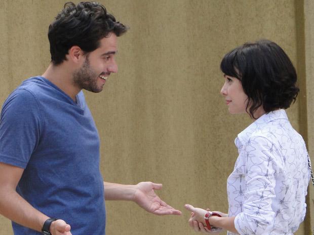 Renato e Isabel se aproximam