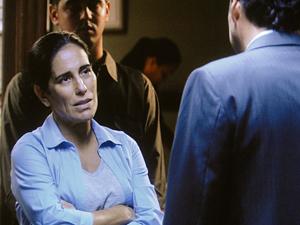 Norma fala com policiais