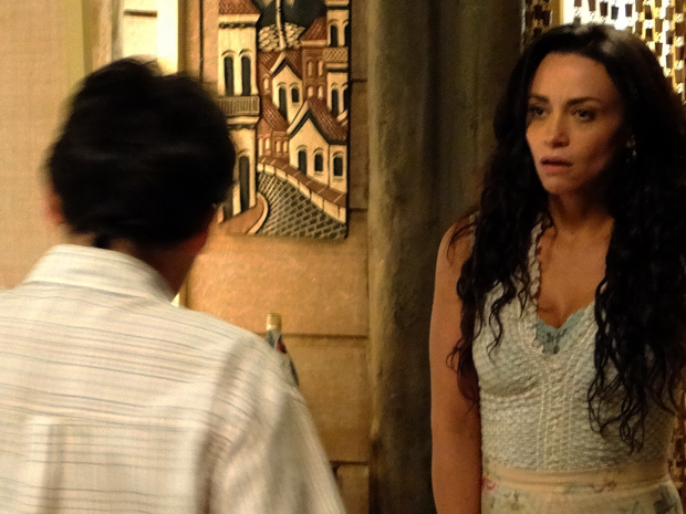 Janaína fica atordoada ao receber a ordem do filho: 'Aqui, só depois de casar'