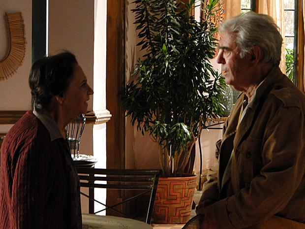 Mariquita fica emocionada ao rever Gabriel