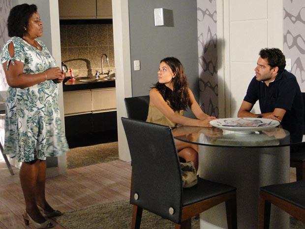 Fátima conta para Renato que Giancarlo atrapalhou o filho a conseguir emprego