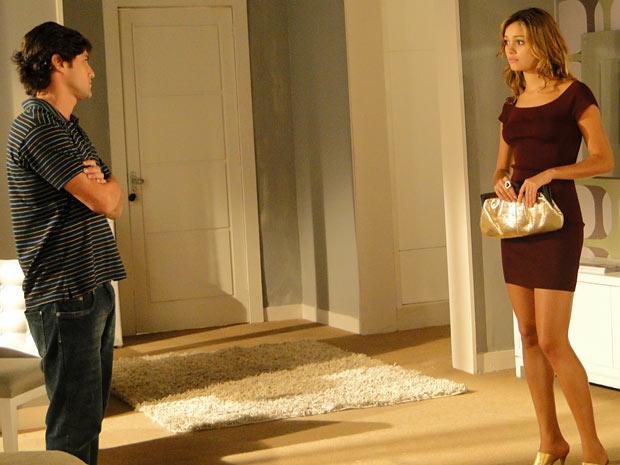 Armandinho faz proposta para Stéfany