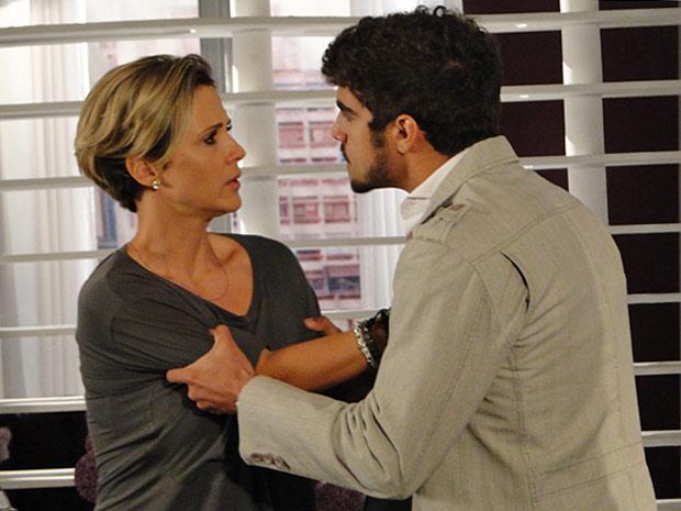 Edgar manda Luisa sair de sua vida